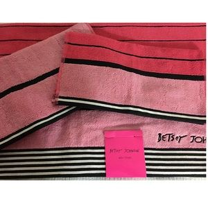 Betsey Johnson Pirate Stripe 3Piece set Bath towel